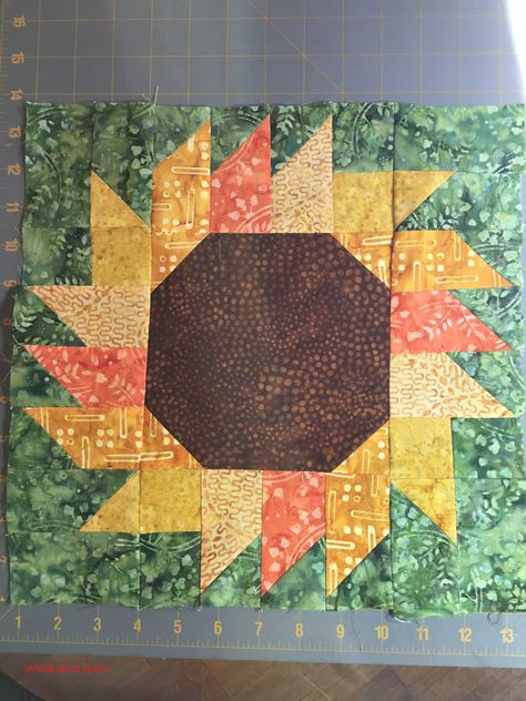 Excellent Pics fall Quilting Style You've opted to begin quilting. You can't wait to try and do your spectacular tapestry masterpiece. Quilt Block Patterns, Pattern Blocks, Quilt Blocks, Patchwork Patterns, Summer Quilts, Fall Quilts, Sunflower Quilts, Sunflower Pattern, Patchwork Quilting