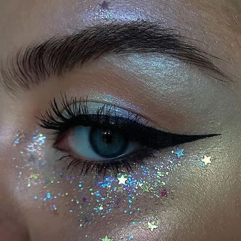 Glitter ✨ BROWS: pomade in Dark Brown + clear brow gel EYES/HIGHLIGHT: ABH single shadows in Birkin, Aurora glow kit (Eclipse, Spectra, Helia, Orion) and Alchemist palette (Amethyst) glitter: Eye Makeup Glitter, Eyeshadow Makeup, Glitter Eyebrows, Sparkle Makeup, Metallic Makeup, Makeup Inspo, Beauty Makeup, Makeup Ideas, Makeup Themes