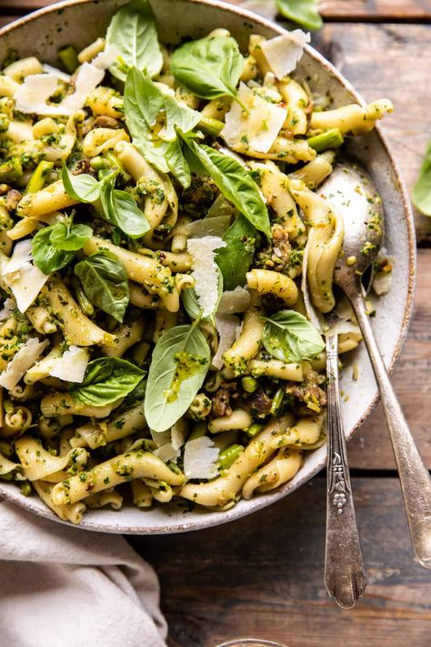 One Pot Lemon Basil, Asparagus, and Sausage Pasta...made in 30 minutes, uses just one pot, and is a great way to use up that springtime asparagus - delish!