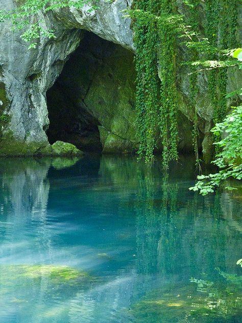 Turquoise Pool, Serbia  photo via steven