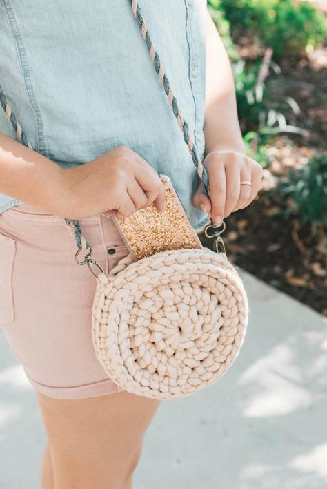 Rover Circle Bag Crochet pattern by Ashleigh Kiser | Sewrella
