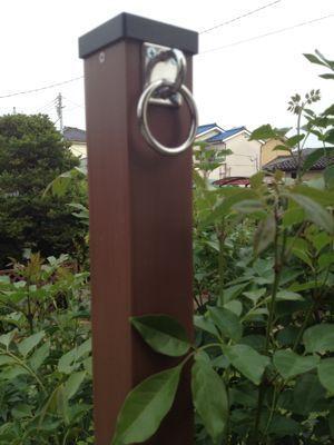 タープを張る柱を建てる 行き当たりばったりガーデン サンシェード 庭 庭 日除け パーゴラ シェード