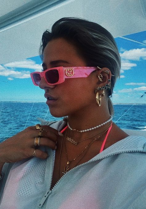 See more of elisavetatesta's content on VSCO. Classy Aesthetic, Pink Aesthetic, Cute Jewelry, Jewelry Accessories, Jewlery, Oakley Sunglasses, Sunglasses Women, Trending Sunglasses, Sunglasses For Your Face Shape
