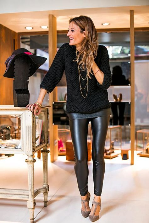 nuovo stile 56773 c8cc3 leggings di pelle maglione nero collana unga oro | style I ...