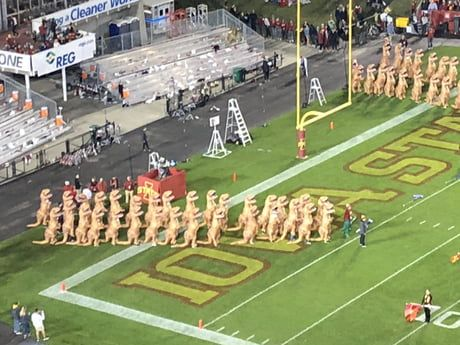 Iowa State Marching Band Dance To Jurassic Park Music In Inflatable Dinosaur Suits 9gag Marching Band Dinosaur Suit Jurassic Park