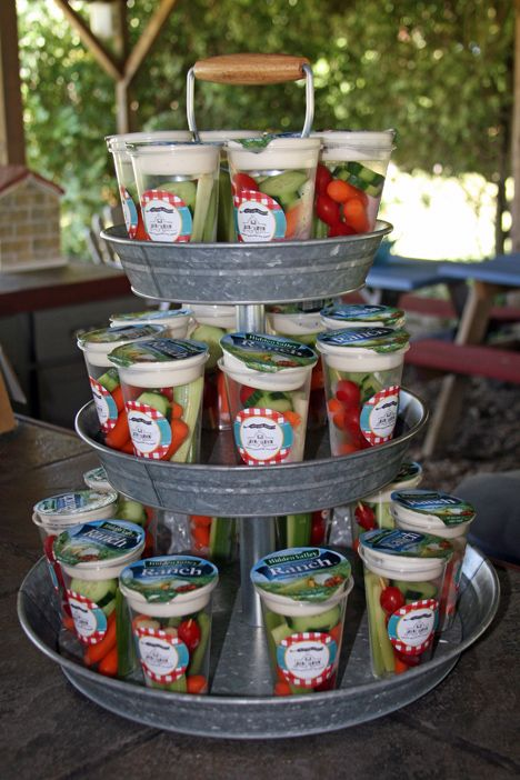 Cute way to fix and display veggies in a cup with ranch for an outdoor party! - Cute way to fix and display veggies in a cup with ranch for an outdoor party! Cute way to fix and display veggies in a cup with ranch for an outdoor party! Soirée Bbq, I Do Bbq, Snacks Für Party, Party Recipes, Party Food Bars, Picnic Recipes, Picnic Ideas, Picnic Foods, Cake Recipes