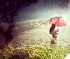 أتعجب من قدرتي على التجاوز أنا شخص لا يحب البكاء على الأطلال وأميل للحقيقة حتى ولو كانت م ره لا أسارع بالتخل ي ولست الطرف الذي ينسحب أولا لكن بمجرد
