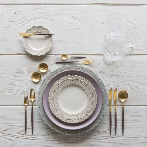 Blue & White Lace Dinnerware + Heath Ceramics in Wildflower + GOA 24K Gold & Wood Flatware + Vintage Clear Cut Crystal Goblets | Casa de Perrin Design Presentation