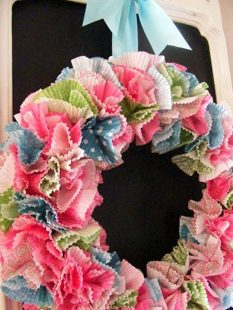 Liner Wreath  Pick your prettiest cupcake liners to make this easy wreath. Get the tutorial at Imperfect Homemaking,