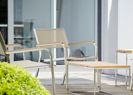 Set De 4 Fauteuils D Exterieur En Acier Et Batyline Noir Blanc Ou Taupe Lux Xl Par Jankurtz Mobilier Design Fauteuil Design Design Jardin Terrasse