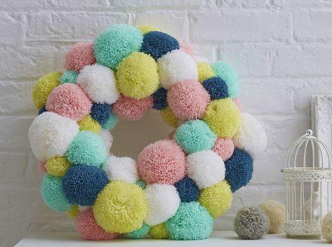 How to make a Spring #pompom wreath.
