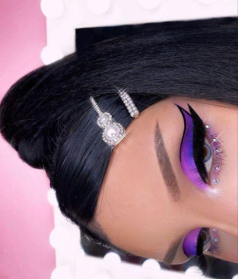 Brows foolproof brow powder & ka brow sweet violet palette life line liner radiance perfecting foundation hydrating camo concealer 'fair warm' bake & set powderLenses waterfall blue______________ Purple Makeup Looks, Makeup Eye Looks, Eye Makeup Art, Pretty Makeup, Eyeshadow Makeup, Eyeshadow Palette, Crazy Makeup, Bold Eye Makeup, Purple Eyeshadow