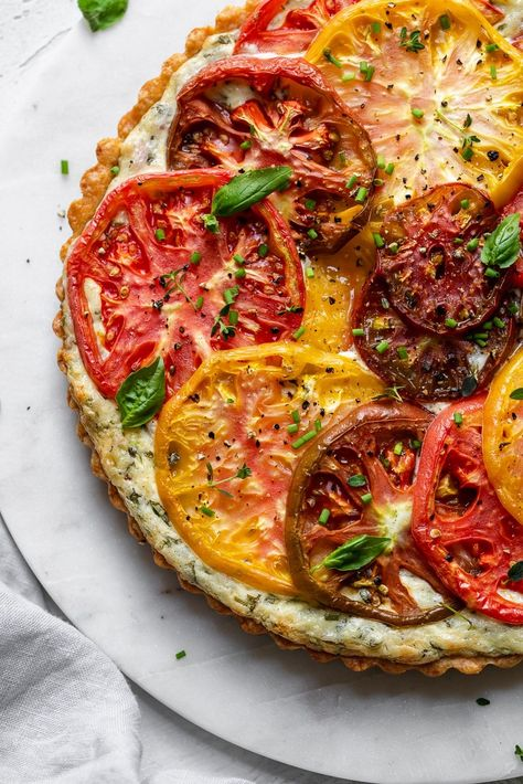 This Heirloom Tomato Tart is made with an insanely delicious buttery, cheddar crust, and then filled with a cream cheese, garlic, and herb mixture! The topping is the best part - just beautiful slices of heirloom tomatoes. Heirloom Tomato Tart, Heirloom Tomatoes, Tomato Pie, Heirloom Tomato Recipes, Tomato Tart Recipe, Summer Tomato, Butter Pie, Peanut Butter, Cheese Tarts
