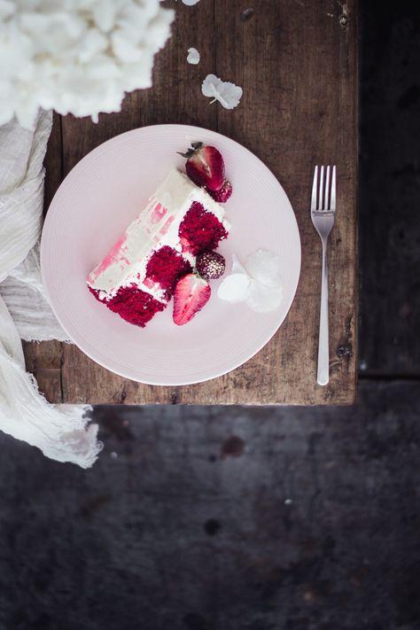 Patel de terciopelo rojo y chocolate blanco con fresas