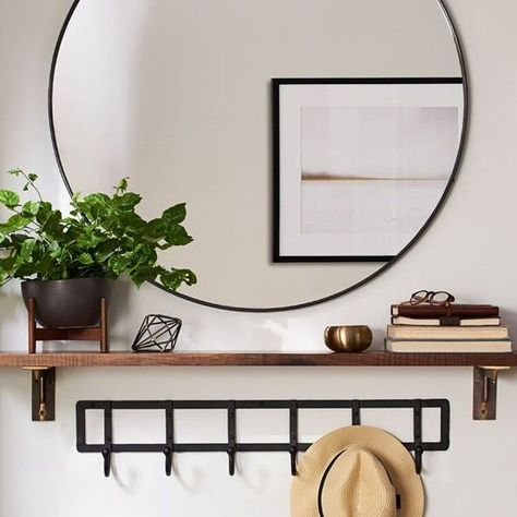 31 Amazing Small Entryway Decor Ideas To Beautify Your Home - The entryway to your home should be warm and inviting. It's the first thing people see and experience when they visit your home. Home Decor Hooks, Home Entrance Decor, Living Room Decor Inspiration, Hallway Decorating, Home Interior Design, Home And Living, House Design, Hook Rack, Floor Space