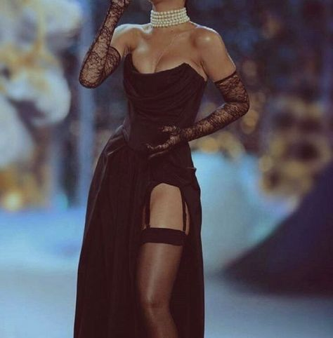 High Fashion trends to inspire our daily outfits. The best of fashion trends and looks. Fashion 2020, Look Fashion, 90s Fashion, Couture Fashion, Runway Fashion, High Fashion, Fashion Show, Fashion Dresses, Fashion Trends