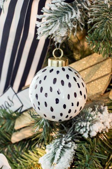 45 Diy Christmas Ornaments That Ll Refresh Your Tree Decor This Year In 2020 Diy Christmas Ornaments Diy Christmas Tree Ornaments Christmas Diy