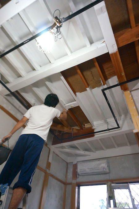 こんなに変わった Diyで天井を塗装 下準備や注意点も解説 天井