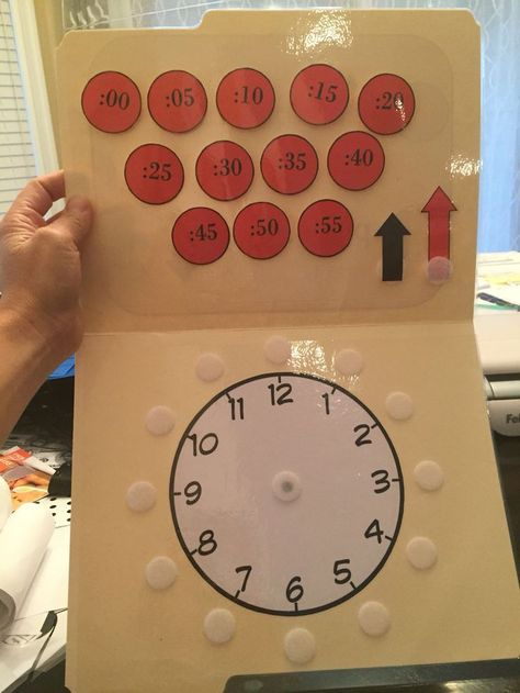Clock file folder task Free Clock Task from Inspired by Evan Autism Resources. Visit my store, becom Special Education Classroom, Math Classroom, Kindergarten Math, Kids Education, Preschool, Classroom Clock, Math Math, Life Skills Classroom, File Folder Activities