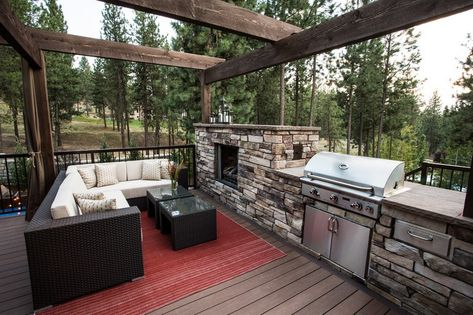 Outdoor Küche mit Naturstein-Verkleidung und Edelstahl-Gartengrill - outdoor küche edelstahl