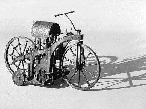 10 Novembre 1885 Invention De La Premiere Moto Steampunk