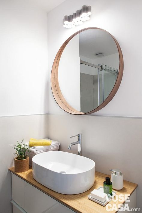 Specchi Ikea Da Bagno.Bilocale Mini 45 Mq Rinnovati In Giallo E Blu Nel 2020 Specchi