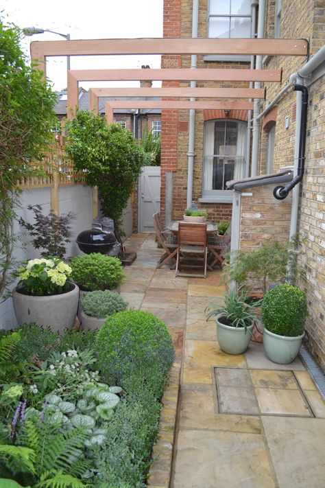 I Like This Very Much The Way The Use Of Grey Paintwork And Planters Li Small Courtyard Gardens Courtyard Gardens Design Garden Ideas Terraced House