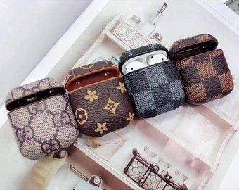 Luxury Louis apple AirPods Case leather style strap protective for Sale in Buena Park CA OfferUp Baskets Louis Vuitton, Louis Vuitton Handbags, Louis Vuitton Backpack, Baskets Gucci, Collection Louis Vuitton, Louis Vuitton Sneakers, Accessoires Iphone, Earphone Case, Airpod Case