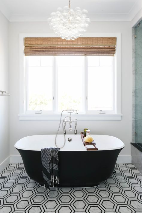 salle-de-bain-principale-noir-blanc-lustre-bubble-baignoire-noire-designi/ delivers online tools that help you to stay in control of your personal information and protect your online privacy. Custom Builders, Home, Master Bathroom, Soaking Tub, Black Chandelier, Black Bath, Bubble Chandelier, Black Tub, Black Bathroom