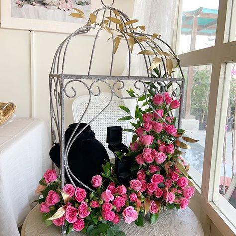 اللهم بارك لهما وبارك عليهما واجمع بينهما في خير Budayya ورد Arrangements Bahrain Flowers Goldarrangement Bridal Gifts Bridal Wedding