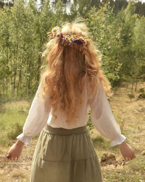 The day of magical sun energy the day of jumping through bonfires the day of flower crowns and herbal Summer Solstice, Vintage Hairstyles, Hair Inspo, My Hair, Flower Girl Dresses, Hair Beauty, Hair Styles, Pretty, Flowers