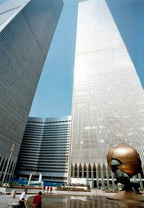 World Trade Center. New York City. World Trade Center Nyc, World Trade Center Pictures, Trade Centre, Unique Buildings, Beautiful Buildings, Manhattan New York, Lower Manhattan, Wallpaper Iphone Neon, Concrete Jungle