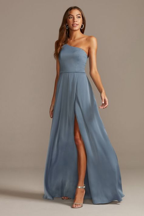 Searching for stunning plus size bridesmaid dresses for your bridal party? View David's Bridal expansive collection of elegant plus size bridesmaid dresses in great colors and styles! Dark Blue Bridesmaid Dresses, Bridesmade Dresses, One Shoulder Bridesmaid Dresses, Bridesmaid Dresses Plus Size, Bridesmaid Outfit, Light Blue Bridesmaid Dresses, Beach Wedding Bridesmaid Dresses, Blue Wedding Gowns, Winter Bridesmaids