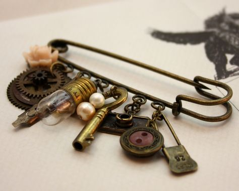 Feather Antique Bronze with Black /& White Turquoise Love /& Key Kilt Pin