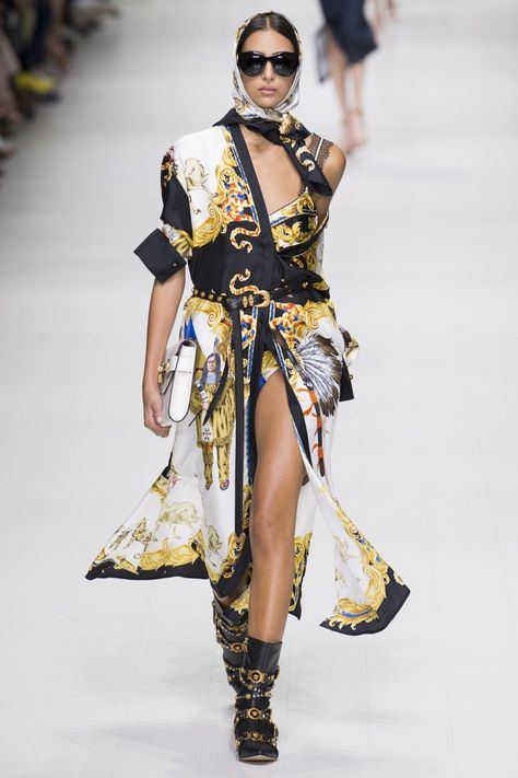 The complete Versace Spring 2018 Ready-to-Wear fashion show now on Vogue Runway.