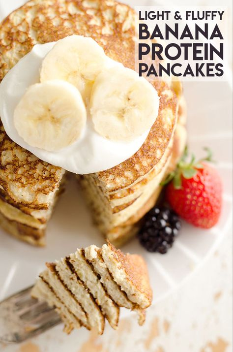 Light & Fluffy Banana Protein Pancakes are a healthy breakfast with 5 simple ingredients that taste amazing and fill you up! Egg whites, protein powder and ripe bananas make up these low-fat and low-c Protein Desserts, Protein Snacks, Protein Dinner, Protein Cake, Low Carb Desserts, Low Carb Recipes, Lunch Recipes, Dessert Recipes, Protein Powder Pancakes