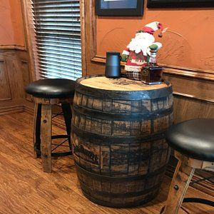 Jack Daniels Fass Tisch.Whiskey Barrel Table With Jack Daniels Barrel With Footrest