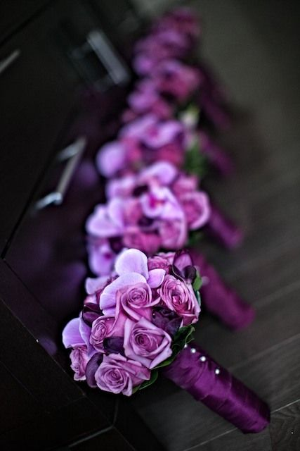 These #purple bouquets are SO gorgeous for 'maids. #weddings