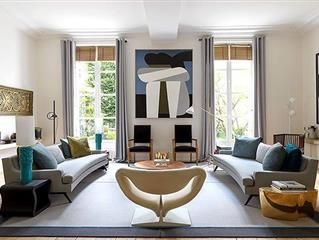 You Might Think That The Design Terms Modern And Contemporary Mean Th Contemporary Vs Modern Interior Design Contemporary Home Decor Interior Design Styles