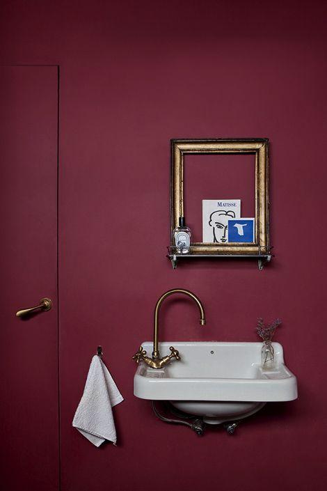 Burgundy bathroom wall. Sélection Pantone 2015 Marsala : Blog Univers Créatifs. #Marsala #Pantone