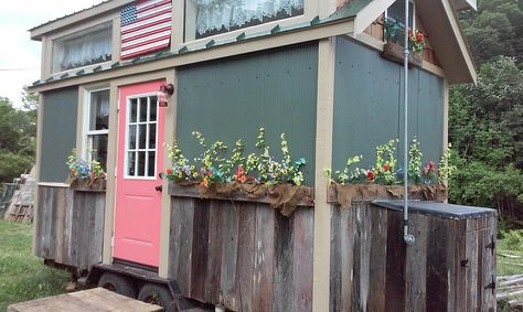 This American Freedom Tiny House For Sale is completely off-grid ready and available for only $19,995 from Incredible Tiny Homes. Randy Jones, co-owner of Incredible Tiny Homes, gives you a complet…