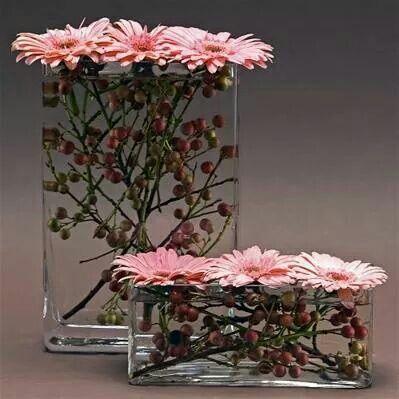 Rectangular Vases With Berries And Gerbera Dsisies Blumen Hochzeitsblumen Und Deko Blumen