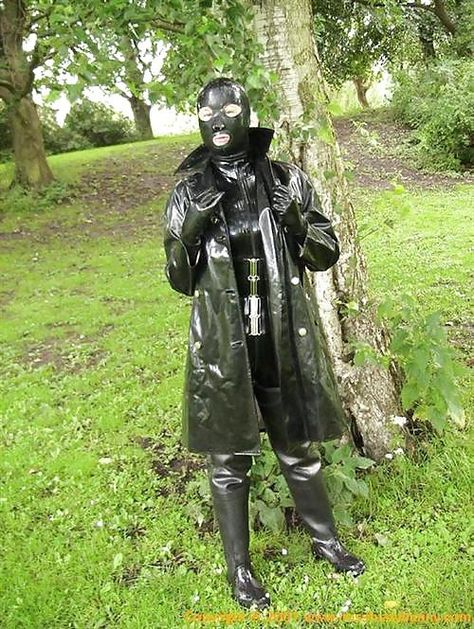 club rubber gasmask and waders eroclubs.