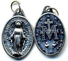 Let's spread this pic of the Miraculous Medal