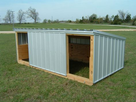 Could be a quick easy shed for the dogs to stay in or the goats in one of the fields. Perfect for goats or pigs. Put wheels on the corners so it can be moved easily to different parts of land? Goat Shelter, Shelter Dogs, Sheep Shelter, Goat Shed, Goat House, House Dog, Goat Barn, Dwarf Goats, Pygora Goats