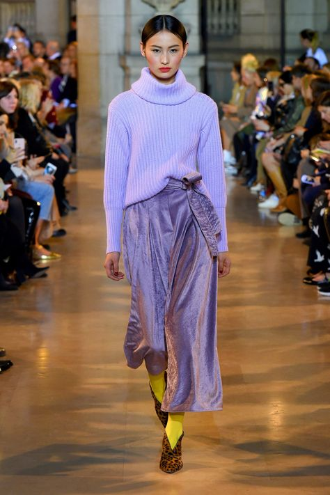 Talbot Runhof Fall 2019 Ready-to-Wear Fashion Show Talbot Runhof Fall 2019 Ready-to-Wear Collection - Vogue History of Knitting Yarn spinning, weaving and sewing jobs such.