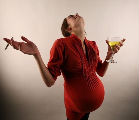 http://pregdiets.com/drinking-while-pregnant.html Facts on alocohol consumption when pregnant. The health risks and possible side effects for the baby explained as well as daily limits for drinking wine while pregnant. ...