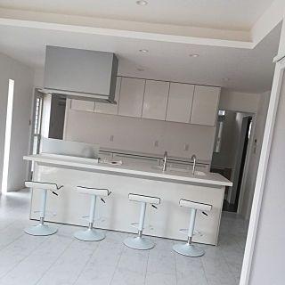 ルオント ダイニングキッチン インテリア 無垢 木製ブラインド 白い床
