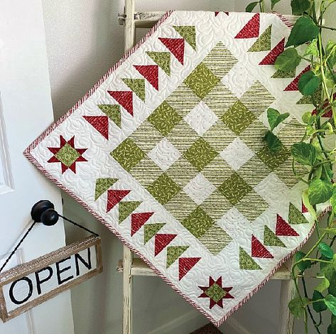 Careful Value Placement Creates a Lovely Quilt - Quilting Digest Christmas Quilting Projects, Small Quilt Projects, Christmas Quilt Patterns, Mini Quilt Patterns, Block Patterns, Christmas Fabric, Pdf Patterns, Christmas Time, Small Quilts