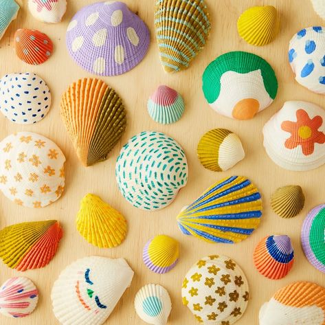 Easy at-home project if you can get your hands on a few shells 🌈  What do your kids like drawing on ? (😆)  Tag us in their creations…